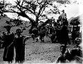 COLLECTIE TROPENMUSEUM Vrouwendans tijdens een dansfeest voor het bivak Batoe Kapoeda TMnr 10004892.jpg