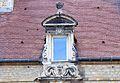 Caen 108 rue Caponière lucarne datée 1637.JPG