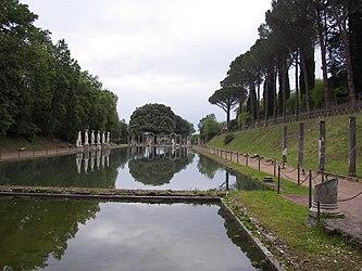 Canopo in Villa Adriana 11.jpg