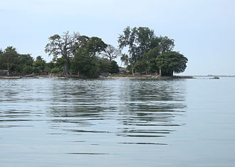 Carabane - The shortest route to Carabane from the mainland is a half-hour motorized pirogue trip from Elinkine.