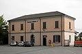 Cassano d'Adda stazione ferroviaria lato strada.jpg