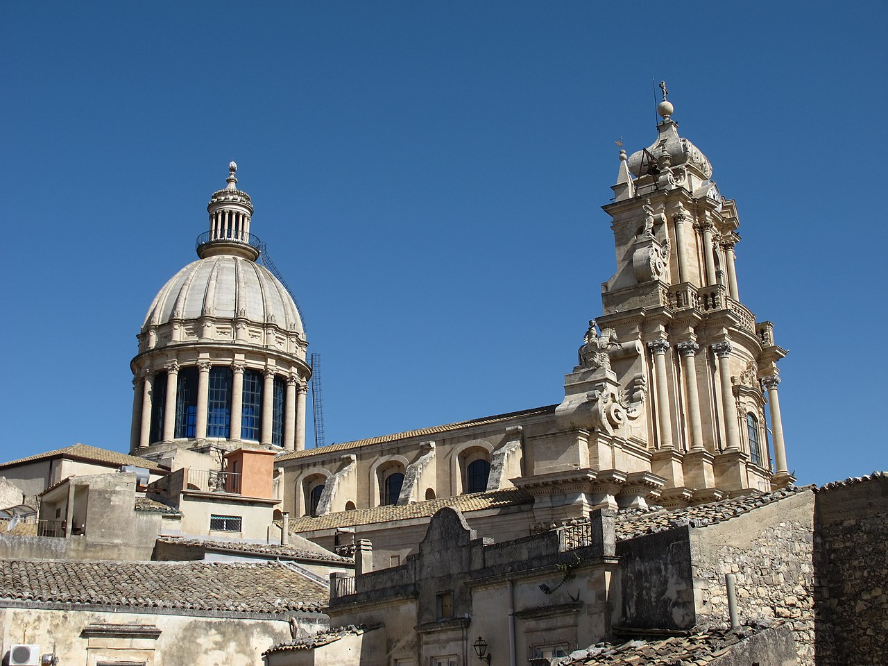 File Cathedral Roof Ragusa Ibla Jpg Wikimedia Commons