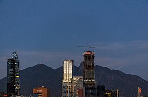 Cerro de la Silla y edificios