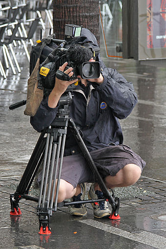 Ten News camera operator filming a traffic piece in Sydney by Vic Lorusso Ch10 Cameraman filming Vic Lorusso, Sydney, NSW, jjron, 01.12.2010.jpg