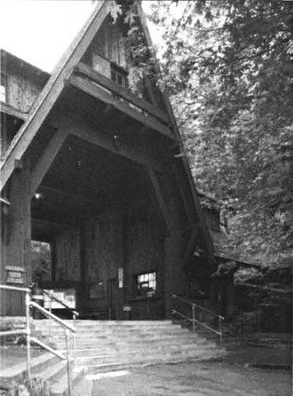 Oregon Caves Historic District - Image: Chalet breezeway entrance, 1982