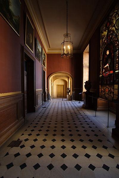 Fichier:Chateau de Fontainebleau FRA 002.JPG