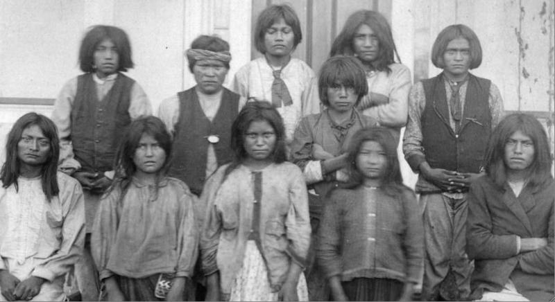 File:Chiricahua Apache arrive at Carlisle - Nov 1886.tiff