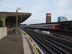 Chiswick Park tube station - The stations platforms