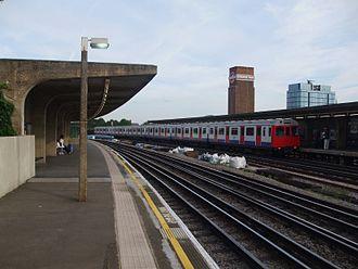 Chiswick Park tube station - The station's platforms