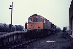 Class 33 D6562 at Grain railway station (1968).JPG