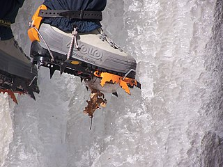 Crampons traction device for ice-climbing