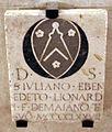 Cripta di san lorenzo, stemma da maiano.JPG
