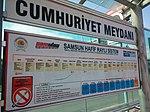 Cumhuriyet Meydanı tramvay durağı tabelası.jpg
