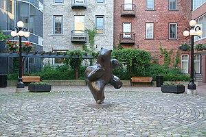 Pauta Saila - Dancing bear sculpture by Saila in Ottawa's Byward Market