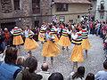 Danzadores de zancos en la plaza de la Obra de Anguiano.JPG