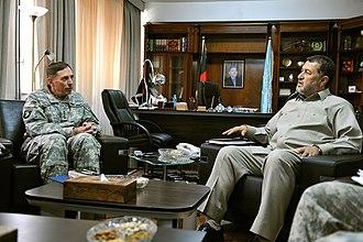 Bismillah Khan Mohammadi - U.S. General David Petraeus with Bismillah Khan in July 2010