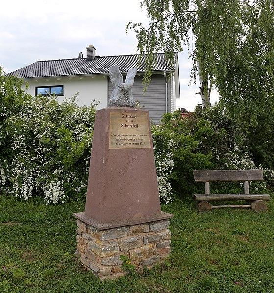 Datei:Denkmal am Schurzfell in Salza (Nordhausen) - Juni 2015.JPG