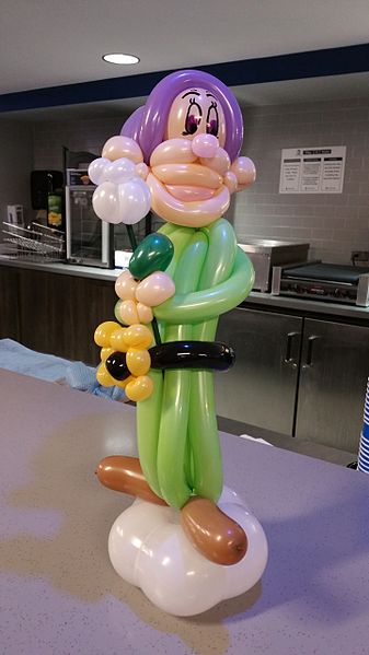 File:Dopey Balloon Twisting Table Centerpiece for Rays Draft Room.jpg