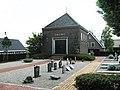 Dorpsstraat 28, Molenaarsgraaf. Aula en begraafplaats.jpg