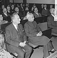 Dr. Radhakrishnan in Tropenmuseum. Pr. dr. Kok en de vice-president, Bestanddeelnr 913-0714.jpg
