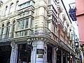 Edificio de la calle Bidebarrieta, esquina Jardines (Casco Viejo, Bilbao).JPG