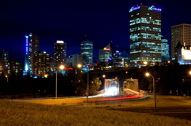 Edmonton by Darren Kirby [CC BY-SA 3.0 (https://creativecommons.org/licenses/by-sa/3.0) or GFDL (http://www.gnu.org/copyleft/fdl.html)], from Wikimedia Commons