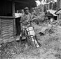 Een zogenaamde Balata-bleeder bij een huis in Nickerie, Bestanddeelnr 252-5430.jpg