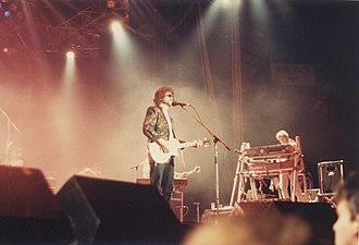 Jeff Lynne - ELO performing in 1986 (Lynne and Tandy pictured)