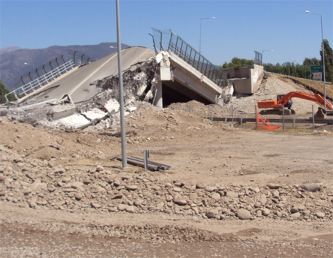 Damaged Autopista del Maipo, near the city of Chada.