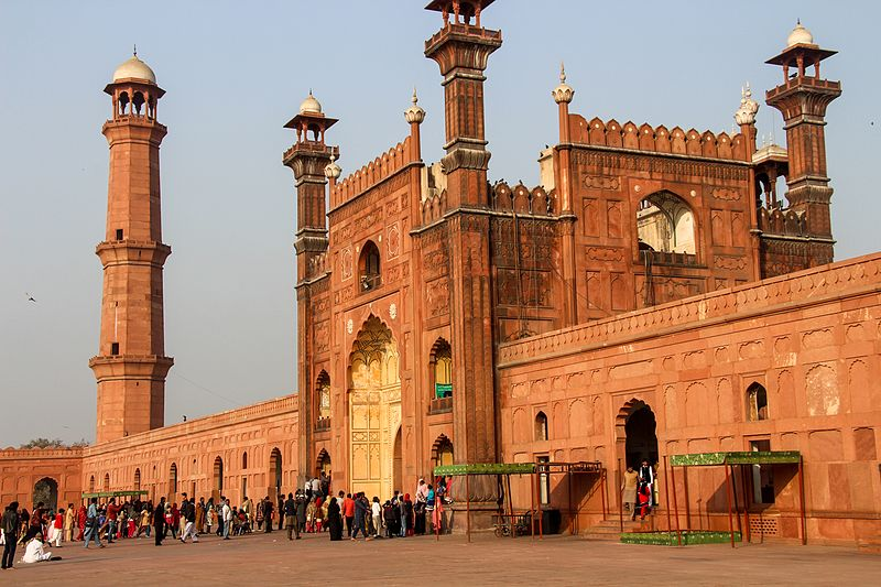 Entrance Gate of Badshahi Mosque, view from inside.jpg