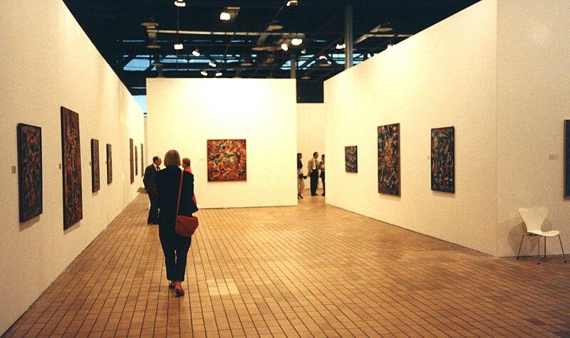 File:Espace lyonnais d'art contemporain, 1990.jpg