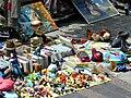 Etalage de vide-grenier Paris 11eme.jpg