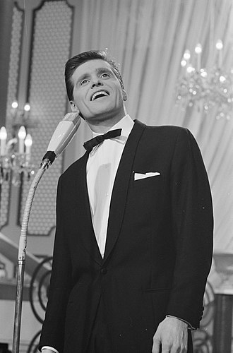 United Kingdom in the Eurovision Song Contest - Image: Eurovisie Songfestival 1962 te Luxemburg, voor Engeland Ronnie Carroll, Bestanddeelnr 913 6611
