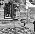 Exterieur BORDES, BEELD (LEEUW MET WAPENSCHILD) - Woudrichem - 20292429 - RCE.jpg