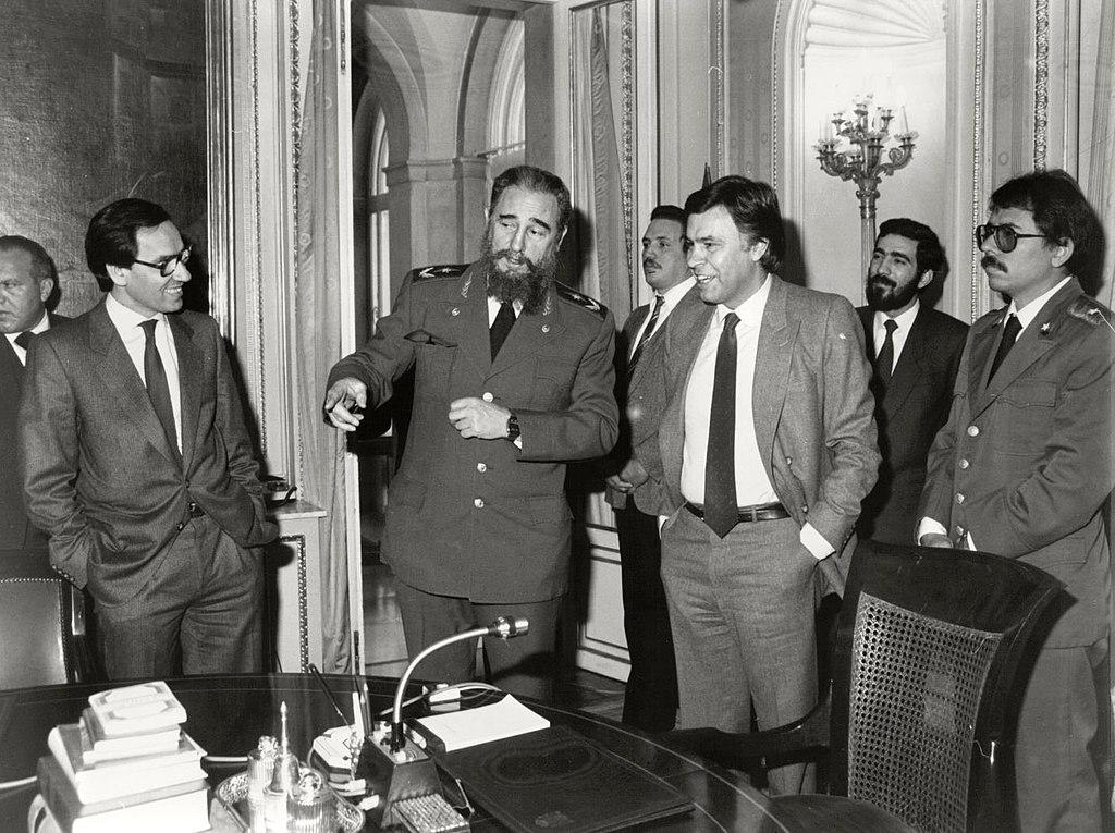 Fidel Castro, fotografiado en el Palacio de la Moncloa, en 1984. Junto a él, se encuentran Alfondo Guerra, Felipe González, y Daniel Ortega.