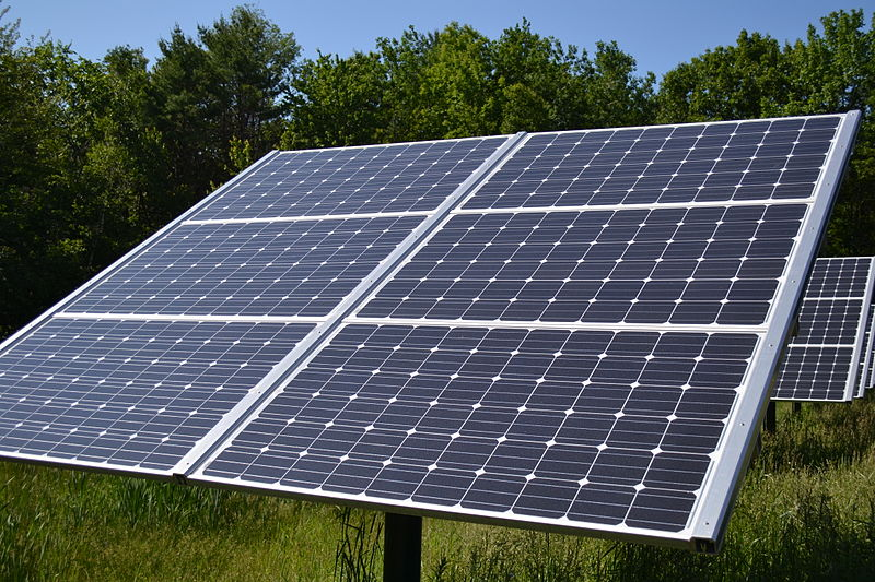 Mynd:Fixed Tilt Solar panel at Canterbury Municipal Building Canterbury New Hampshire.jpg