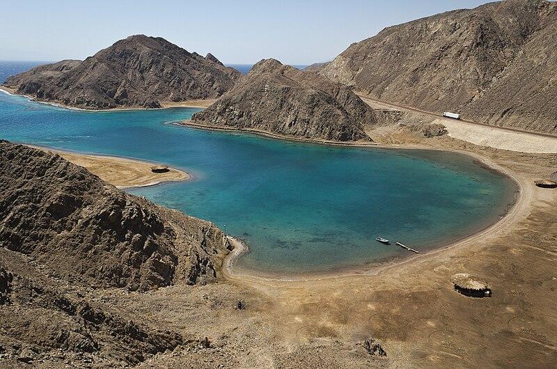 جولة سياحية في مصر 800px-Fjord_Bay_-_Taba%2C_2