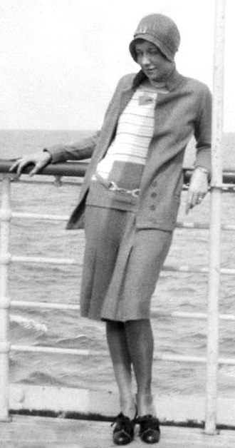 Flapper - A flapper on board ship (1929)