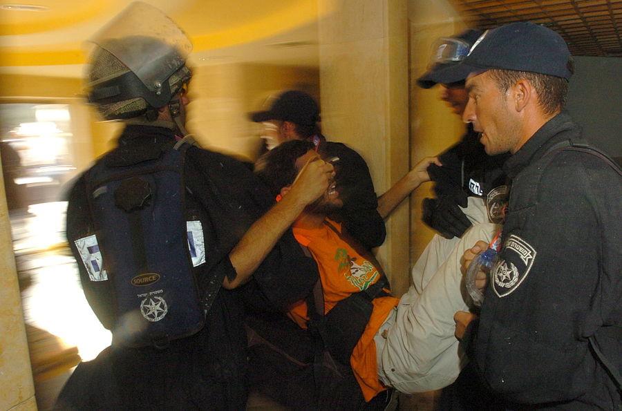 Flickr - Israel Defense Forces - The Evacuation of Kfar Darom (12).jpg