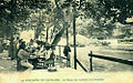 Fontaine-de-Vaucluse repas des touristes.jpg
