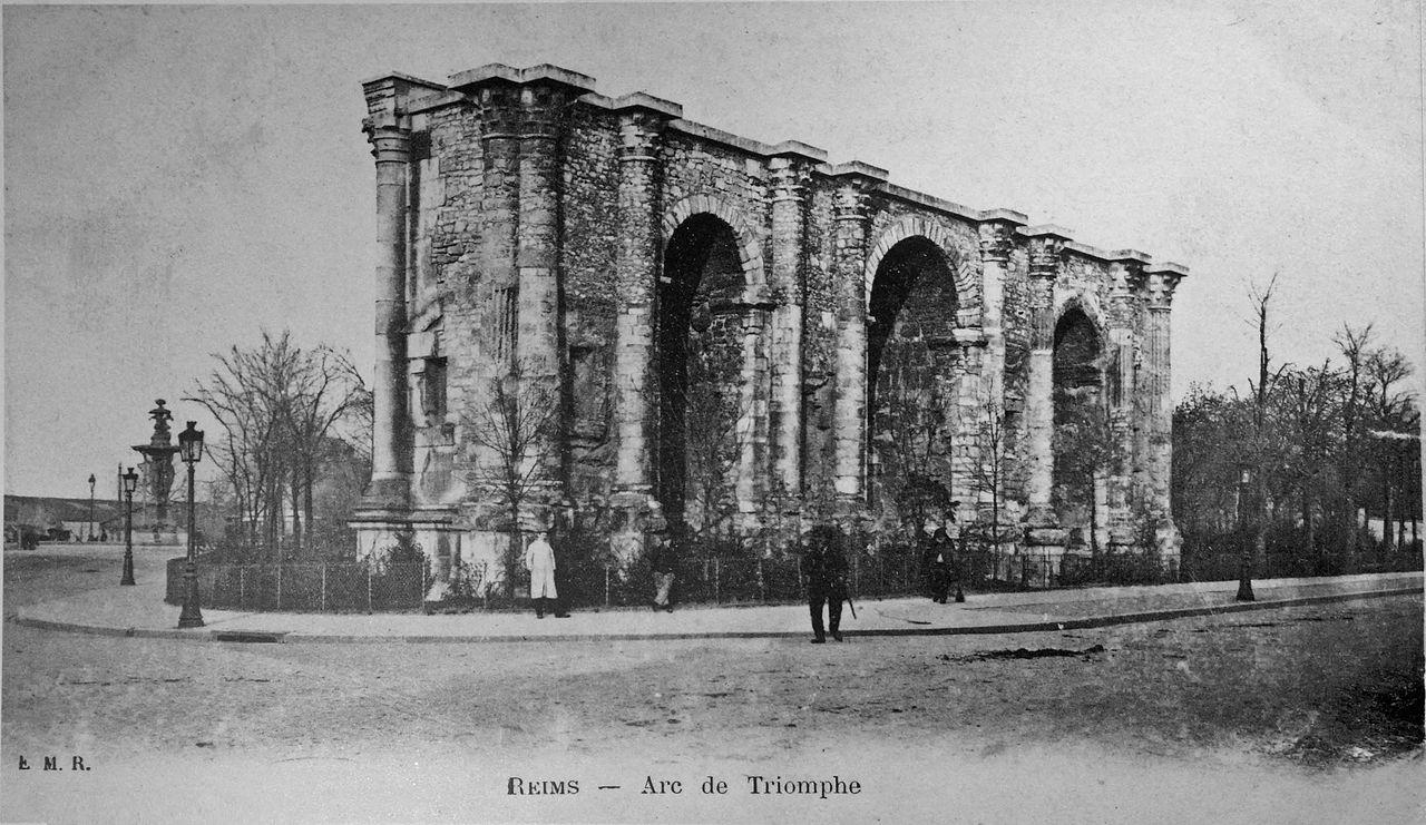 File fontaine bartoldi et arc de triomphe mars jpg for Arc et types