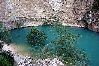 Vaucluse - Image: Fontaine de Vaucluse en crue