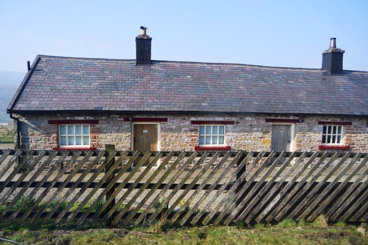 Former workers' barracks near Dent railway station.jpg
