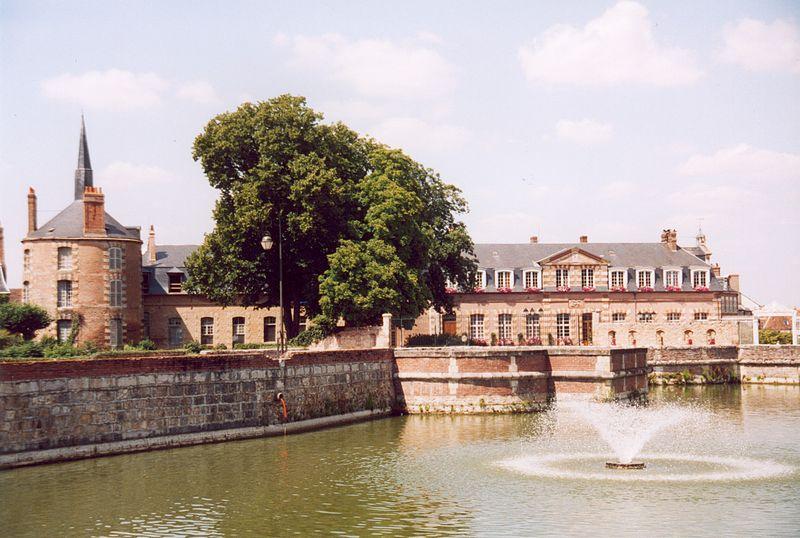 Fichier:France Loiret Bellegarde 02.jpg