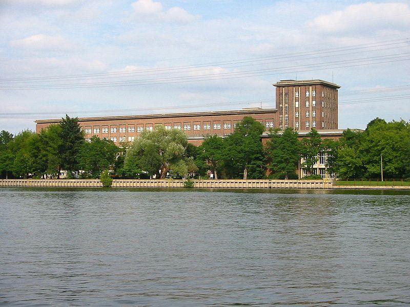 ☭ LA HUELLA SOCIALISTA SOVIETICA EN BERLIN ALEMANIA ☭ 800px-Funkhaus_Nalepastra%C3%9Fe_Spree_2