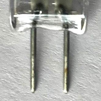 Bi-pin lamp base - G4 bi-pin connector
