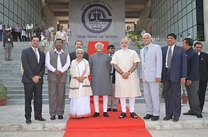 Mohammad Hamid Ansari - Ansari along with the Prime Minister of India, Governor of Gujarat, and other Supreme Court of India Judges at the Gujarat National Law University