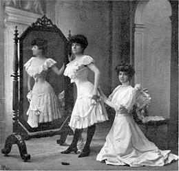 Intérieur de la boutique d'un corsetière 1906. Paris