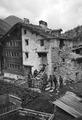 Gewehrinspektion im Dorf Almagel - CH-BAR - 3238952.tif