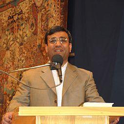 Gholam-Hossein Mozaffari-speech in Simorgh culturehose.jpg